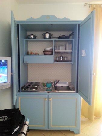 https://media-cdn.tripadvisor.com/media/photo-s/06/09/6f/7d/mobile-cucina-aperto.jpg