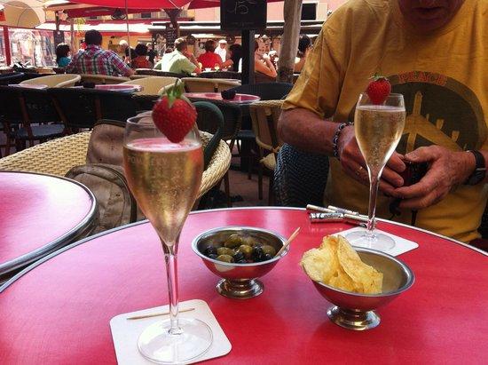 Star Hotel: champagne at 10:30 a.m.!  Soooo Good