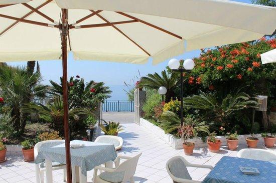 Hotel Villa Bina: Die Terrasse
