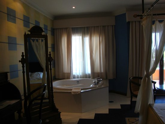 Los Jandalos Vistahermosa: Kingsize bath in kingsize room