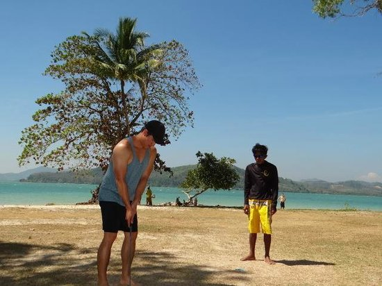 Two Sea Tour: playing golf on an island