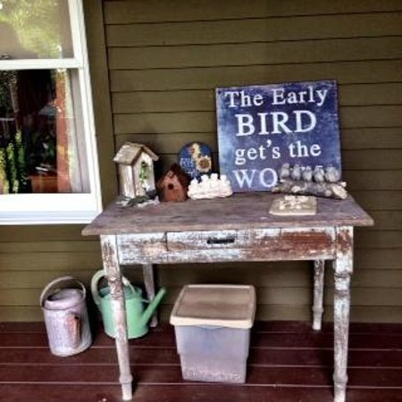 Miller Haus Bed and Breakfast: The early birds sang a chorus