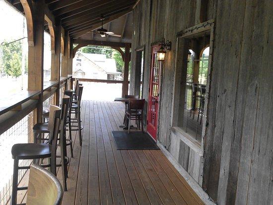 Elvira's Cafe: porch