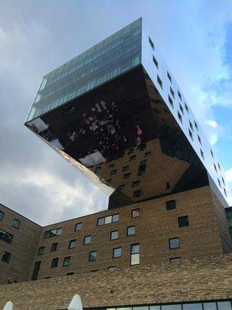 nhow Berlin: verdieping 8-9-10 hangen boven terras