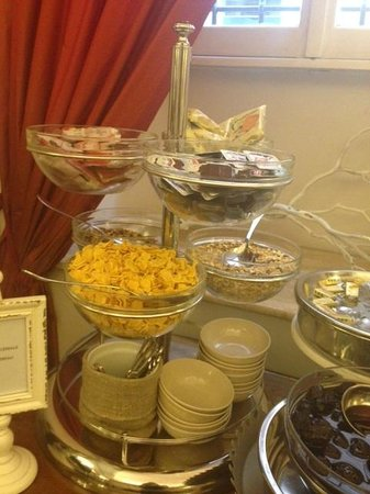 Hotel Adriano : Lots of choice of cereals