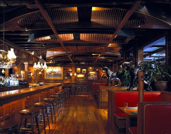Clyde's Tower Oaks Lodge : Lodge Bar