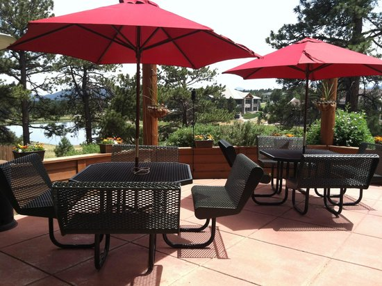 Tuscany Tavern : Outside seating with a view of Elk Meadow Park!