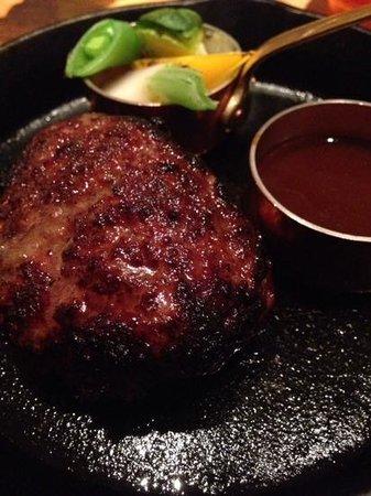 YY Grill: ハンバーグは美味しかった