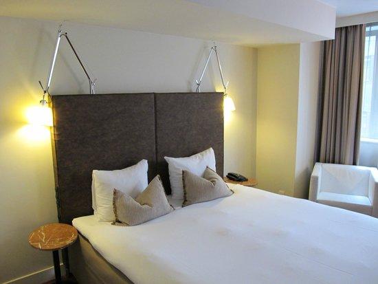 Sandton Hotel Brussels Centre: cama