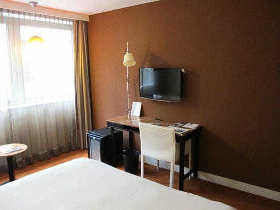 Sandton Hotel Brussels Centre: Vista habitación
