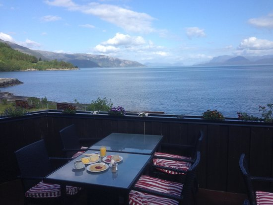 Brekkestranda Fjord Hotel: breakfast view