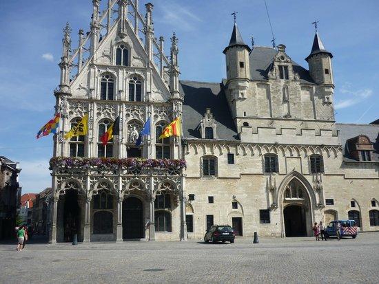 Holiday Inn Express Mechelen City Centre: stadhuis mechelen