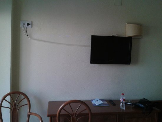 HOTEL PALM BEACH: Wiring on TV