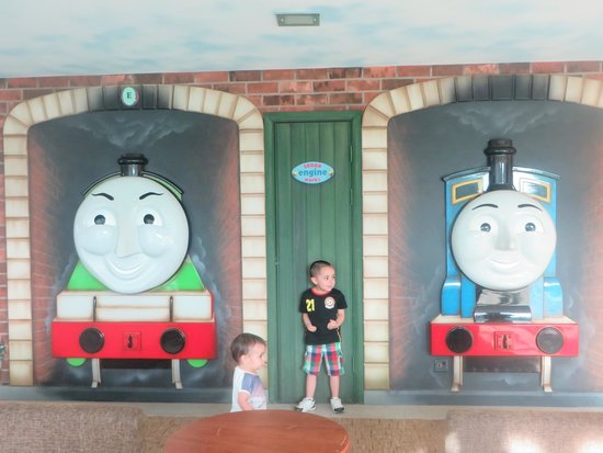 Drayton Manor Hotel: Hanging out with Henry and Gordon