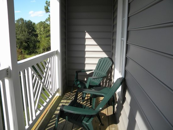 Wyndham Kingsgate: Large Balcony with 4 chair and 2 tables for 2 BR