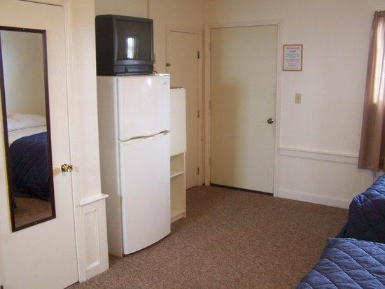 Nautical Motel & Suites: Full size Fridge