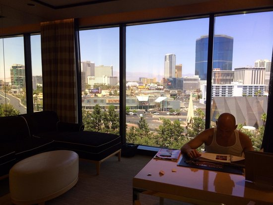 Encore At Wynn  Las Vegas: In the living area, view from floor to ceiling window