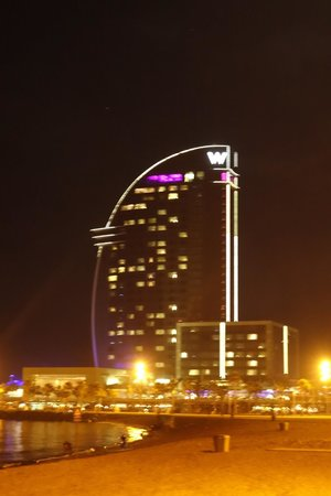 W Barcelona : HOTEL AT NIGHT
