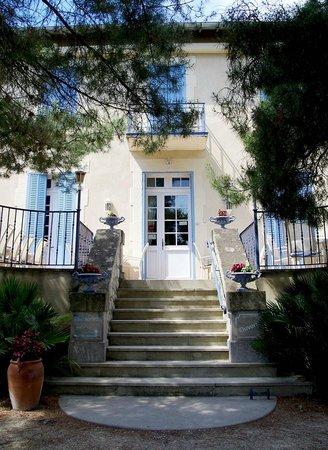 Auberge Castel Mireio: The Hotel