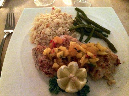 Cafe de Marco : Mahi mahi and macadamia - excellent combination