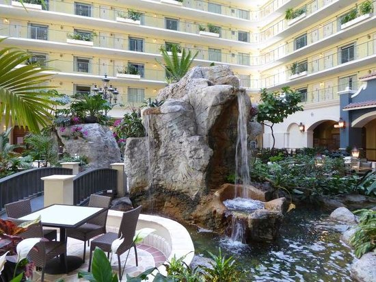 Embassy Suites by Hilton Fort Lauderdale 17th Street : Embassy Suites Innenhof