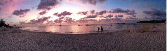 Sandals Grande Antigua Resort & Spa : Beach at Sunset