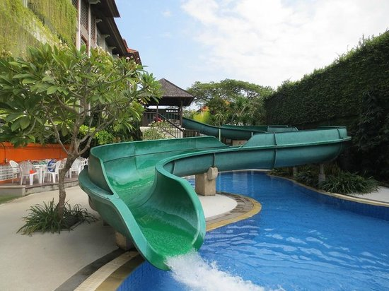Prime Plaza Suites: water slide