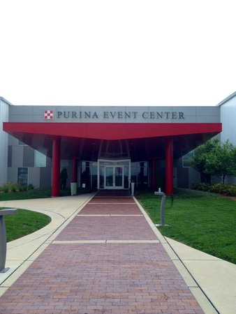 Front Of Event Center Picture Of Purina Farms Gray Summit Tripadvisor