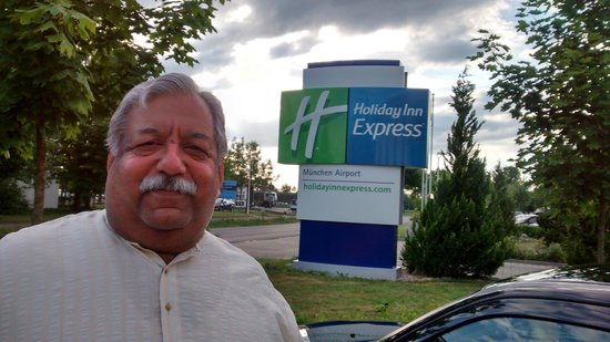 Holiday Inn Express Munich Airport: Its me with hotel sign board
