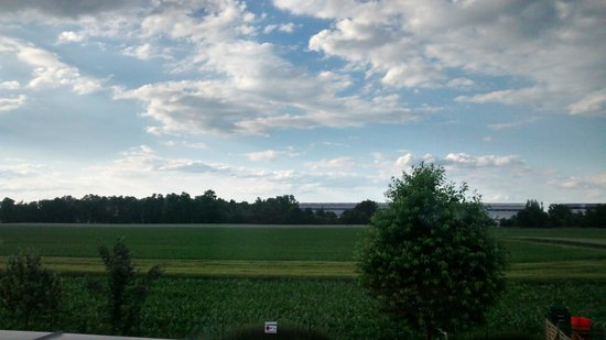 Holiday Inn Express Munich Airport: View from opposite side room window