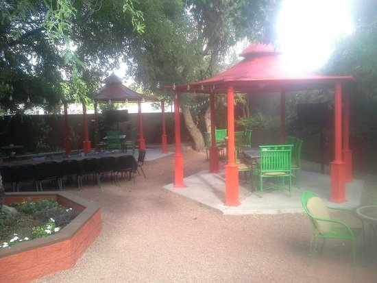 Toscanos: Dining Patio