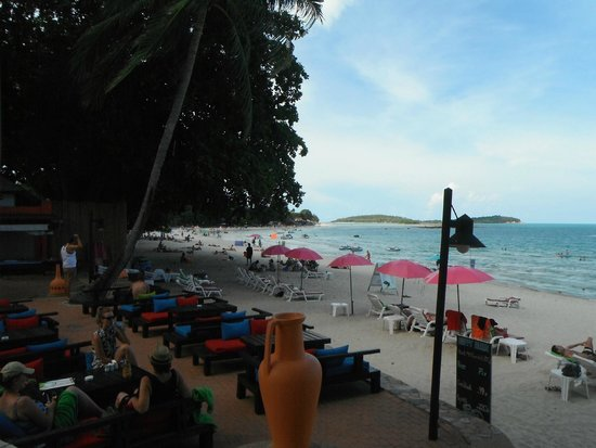 Baan Samui Resort: Beach from the Moon Walk
