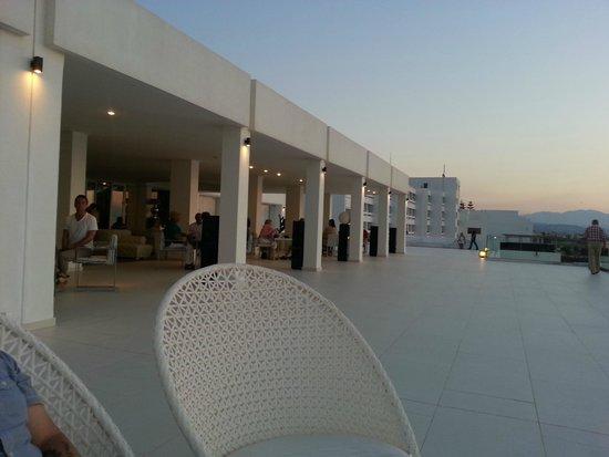 White Palace Luxury Resort: Bar outside