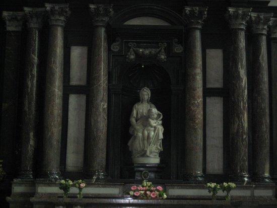 Église Notre-Dame (Onze Lieve Vrouwekerk) : Madonna and Child