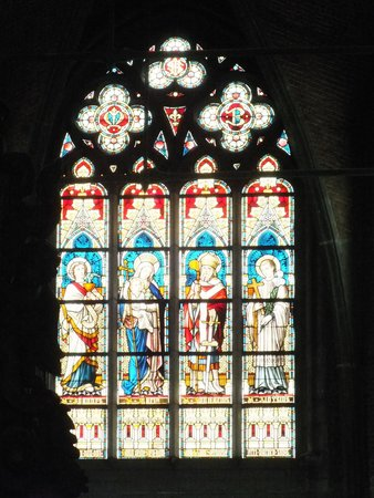 Onze Lieve Vrouwekerk: Stained window (using zoom)