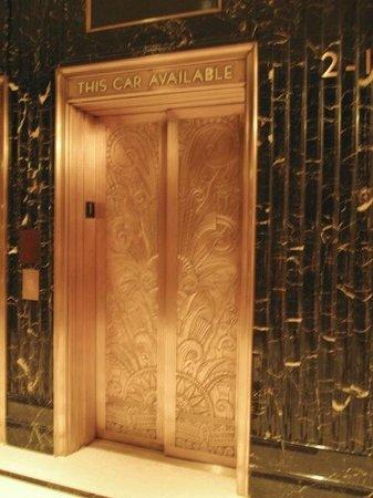 JW Marriott Essex House New York: Art Deco elevator