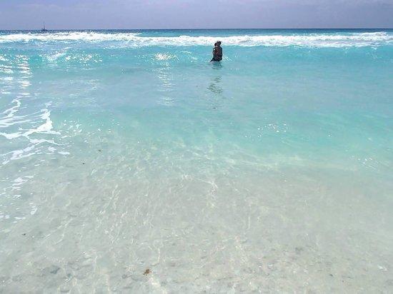 Iberostar Cancun: Beautiful water!