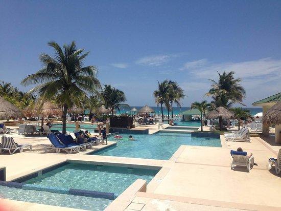Iberostar Cancun: So many pools!