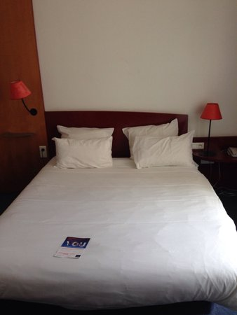 Novotel Suites Montpellier: Seperated bedroom from living room!