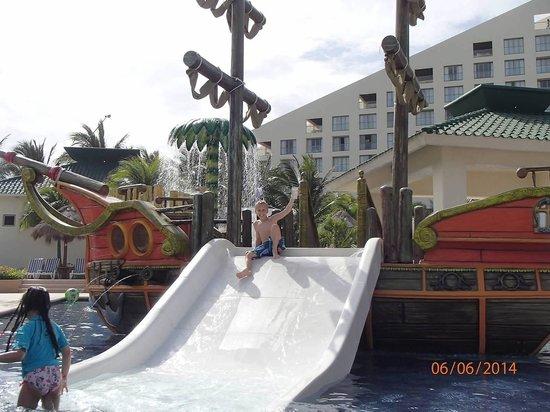 Iberostar Cancun: Pirate ship slide!