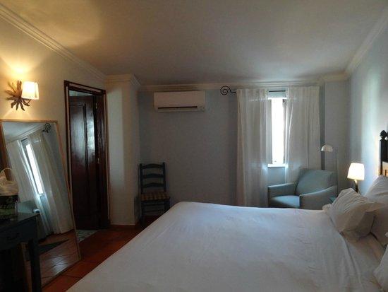 Albergaria do Calvario : Room 16, enough space for another desk