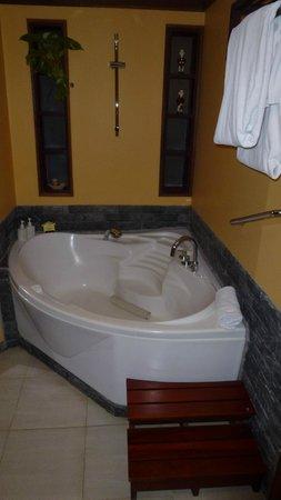 Victoria Hoi An Beach Resort & Spa: Parte del baño