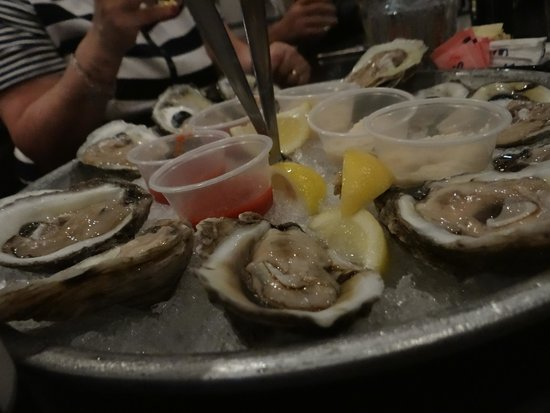The Rouxpour Restaurant & Bar: Oysters!