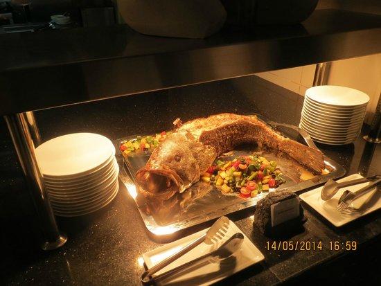 Sofitel Abu Dhabi Corniche: Dining
