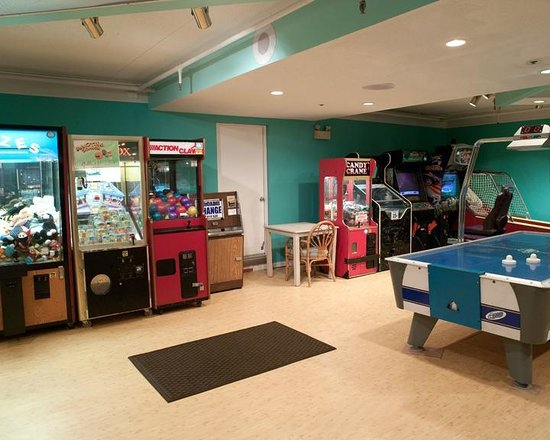 Cayman Suites: Game Room
