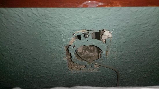 Americas Best Value Inn And Suites- Odessa: a hole in the wall.