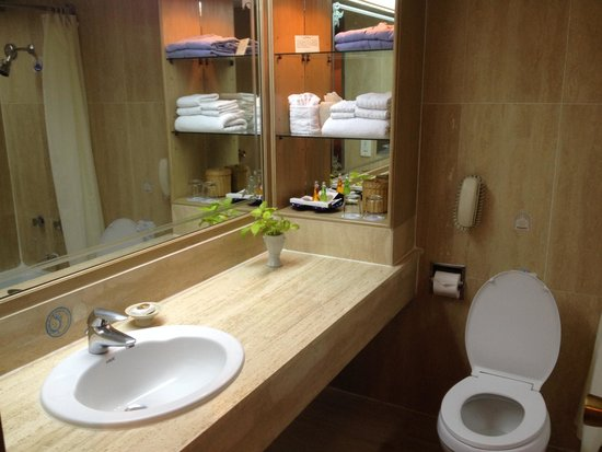 Montien Hotel Bangkok: Amenities sufficient for the stay