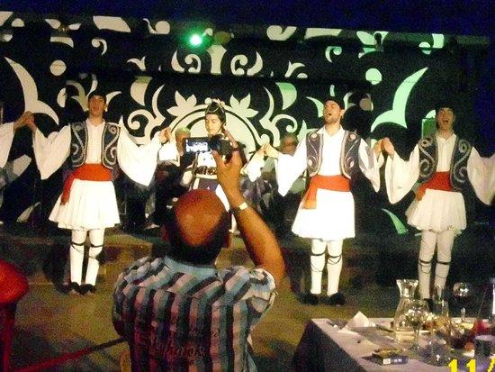Athos Palace Hotel: Abendveranstaltung im Strandbereich