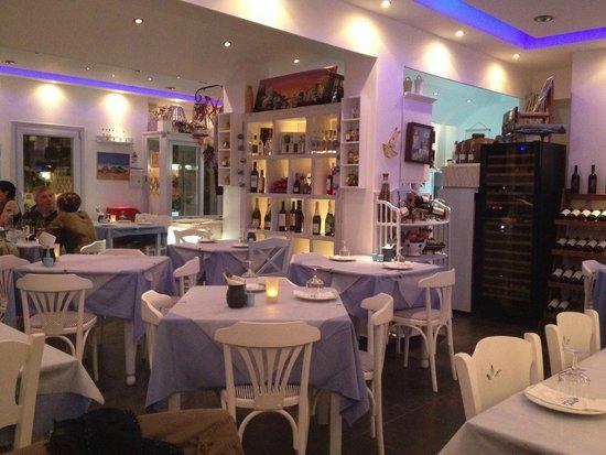 Mama Thira Tavern: Lovely atmosphere