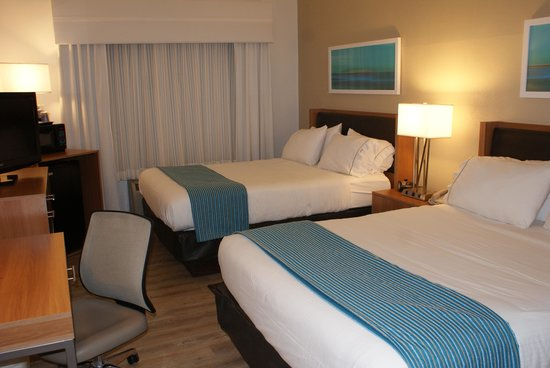 Holiday Inn Express Pittsburgh-North (Harmarville) : Two Queen Bed Guest Room
